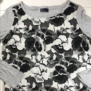 Gap Top- Size Small